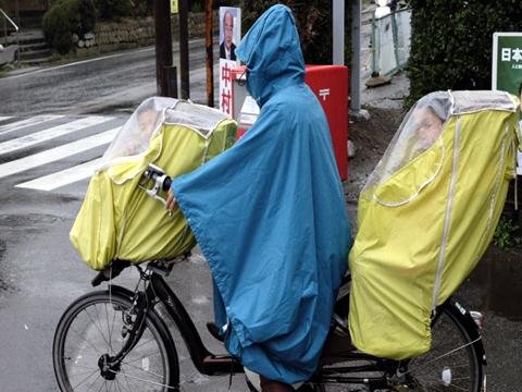 自転車用カッパ(雨合羽)の危険性(レインウェア・レインコート)